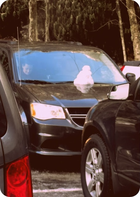 Speaking of snowmen, we saw tons of these snowmen on cars coming down from the mountain.