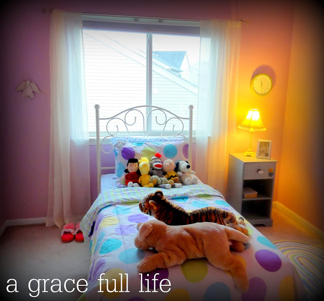 Peaceful little girl room