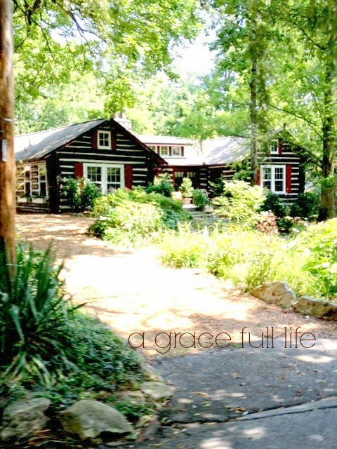 Little cabin at the top of Lookout Mountain Tennessee