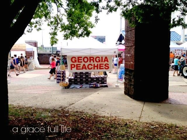 Georgia Peaches at Chattanooga Market