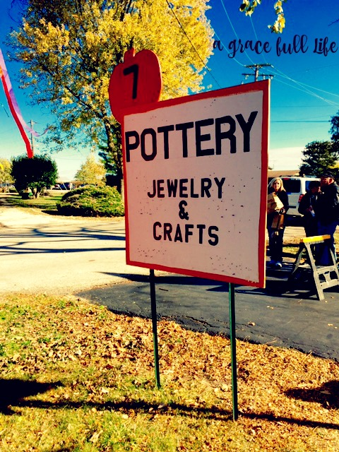 Pottery sign Autumn Drive